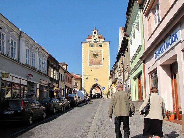 Palackého ulice a Plzeňská brána v Berouně