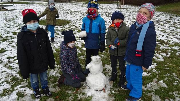 Sněhuláci žáků školní družiny ze Závodí.