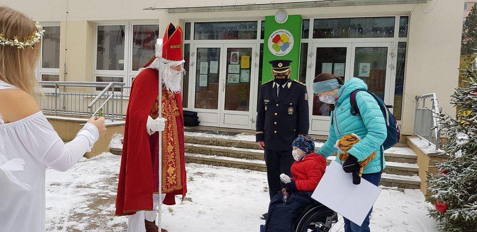 Z předání finančních prostředků na vozík pro handicapovaného Kryštofa.