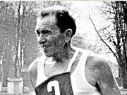 Vytrvalostní závod Žebrácká pětadvacítka je neodmyslitelně spojen především s postavou Waltera Bednáře, mistra sportu a vášnivého vytrvalce, který v 50. letech reprezentoval ČSR.