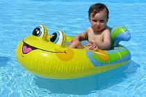 Horké dny lákají k bazénu