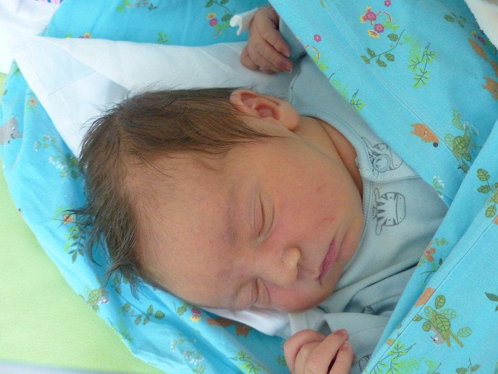 Tomáš Macek se narodil 11. května 2021 v kolínské porodnici, vážil 4005 g a měřil 50 cm. Do Českého Brodu odjel s maminkou Zuzanou a tatínkem Tomášem.