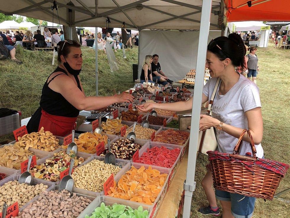 Tetínské farmářské trhy na Koledníku.