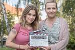 První klapka filmu Chyby režiséra Jan Prušinovského: herečky Pavla Gajdošíková (vlevo) a Karolina Frydecká.