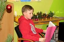 Předvánoční setkání školáků zpestřilo autorské čtení