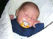 ŠIMON Matějovič se narodil 7. května 2017 manželům Šárce a Vaškovi z Velké Bukové u Křivoklátu. Šimonkovy porodní míry byly 3,65 kg a 51 cm. Kočárek s bráškou bude vozit pětiletý Matyášek.