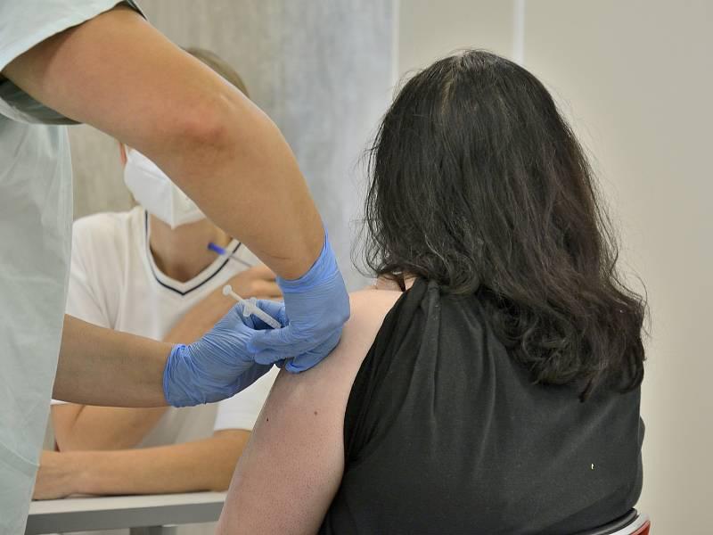 Očkování dětí proti koronaviru.