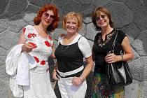 zleva Saskie Burešová, Milena Vostřáková a Marie Tomsová