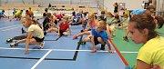 Malí adepti tenisu se připravovali na kurtech i v hale.