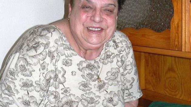 VĚRA KUTIFELOVÁ se narodila 26. prosince 1946 v Kersku. Absolvovala ekonomickou školu a později zdravotnický kurz. Pracovala v podniku výpočetní techniky v Nymburce a dvacet let jako sestra v ústavu pro zdravotně postižené v Kersku.