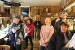 Nedožité 75. narozeniny písničkáře Karla Kryla si připomněli členové Spolku ve čtvrtek společně s veřejnosti v sále žežické K-farmy.