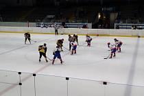 Necelá stovka diváků sledovala duel dvou posledních celků pražského hokejového přeboru: Berounští Medvědi - SK Žižkov Praha 3:7 (1:3, 2:1, 0:3).