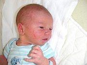 K sourozencům desetileté Nikol a osmiletému Daníkovi přibyl 1. dubna bráška Tadeáš Suk. Tadeáškovi sestřičky v porodnici navážily 3,57 kg a naměřily 49 cm. Rodiče si miminko odvezou domů do Příbrami.
