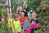 Děti loděnické mateřské školy na výstavě květin.