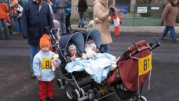 Na trať závodu už tradičně vyrazili i ti nejmenší v doprovodu rodičů
