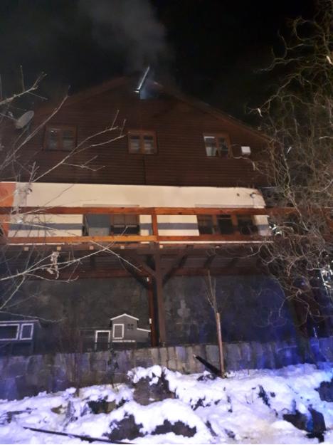 Z požáru dřevěné terasy rodinného domku v obci Žampach.
