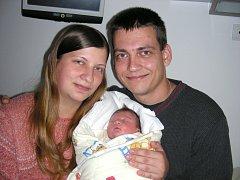 Manželé Monika a Marek Pechočovi chovají v náručí prvorozenou dcerku Jitku, kterou přivedli společně na svět 12. září. Jituška vážila po narození 3,40 kg a měřila 50 cm. Domov má šťastná rodinka v Jincích.