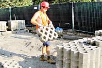 Příprava staveniště na nový školní pavilon