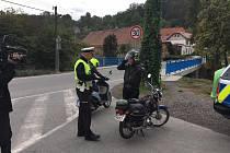 Policisté celkem zkontrolovali 15 motocyklistů v okrese Beroun a 17 v okrese Praha - západ.