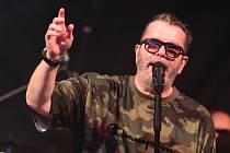 Letošní sezónu v berounském letní kině v pátek odstartovala legenda Česko-slovenského kalibru - zpěvák Richard Müller.