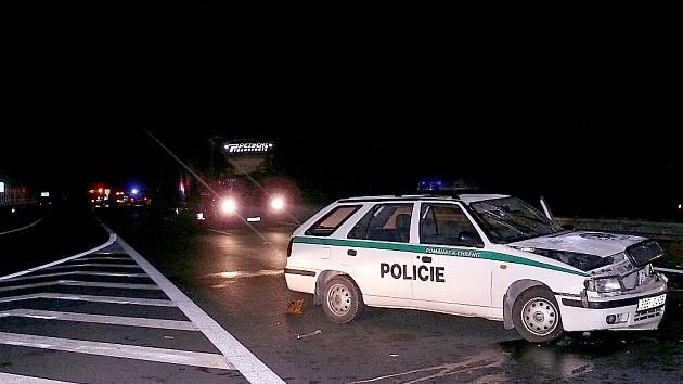 Několik dopravních nehod v úterý v noci zcela zablokovaly dálnici D5