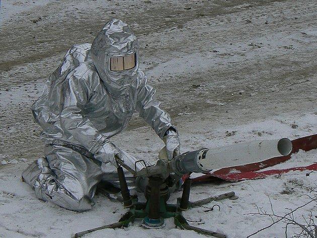 Hasiči nacvičovali při požáru skladu