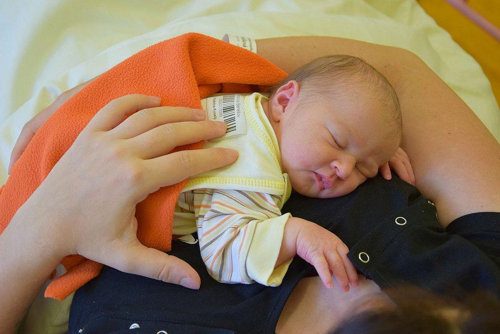 Zora Hloušková se manželům Michaele a Janovi narodila v benešovské nemocnici 28. července 2021 ve 13.15 hodin, vážila 3430 gramů. Doma v Chlumu ji čekal bratříček Jan (3).