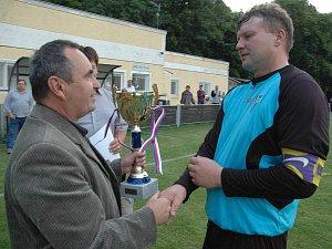 Fotbalisté Stašova porazili ve finále okresního poháru Všeradice 3:1.