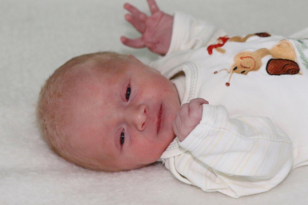 Jonáš Chalupný se narodil 14. června 2021 v Příbrami. Vážil 2740g a měřil 48cm. Doma v Bohutíně ho přivítali maminka Michala, tatínek Tomáš a tříletá Zuzanka.