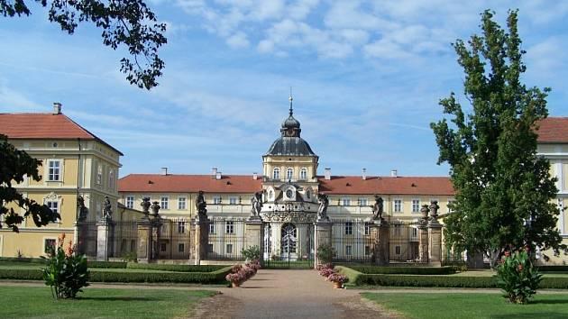 Pohled na hořovický zámek od Sluneční brány.