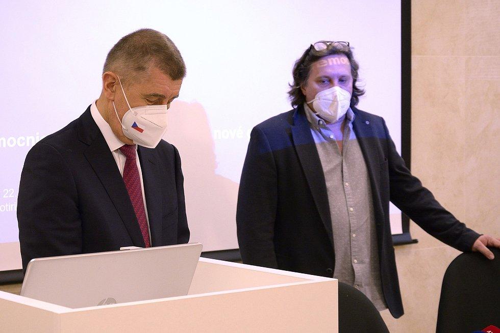 Premiér Andrej Babiš (vlevo) a ředitel hořovické nemocnice Michal Průša.