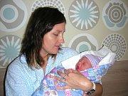 MAMINKA Dita Maloňová chová v náručí dceru Magdalenu Ivu, která se jí narodila 17. září 2017 s váhou 3,34 kg a mírou 48 cm. Doma v Praze na Majdalenku čekali tatínek Jaroslav Maloň a sestřička Mia Cram (7,5 roku).