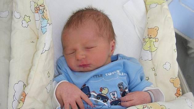 Honzík Hamrus se narodil v pondělí 20. září mamince Kateřině Hamrusové. Honzík vážil 3,14 kg a naměřeno mu bylo rovných 50 cm. Honzík bude doma v Hostomicích pod Brdy.