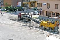 Stavební práce uzavřeli Tyršovu ulici i náměstí v Berouně