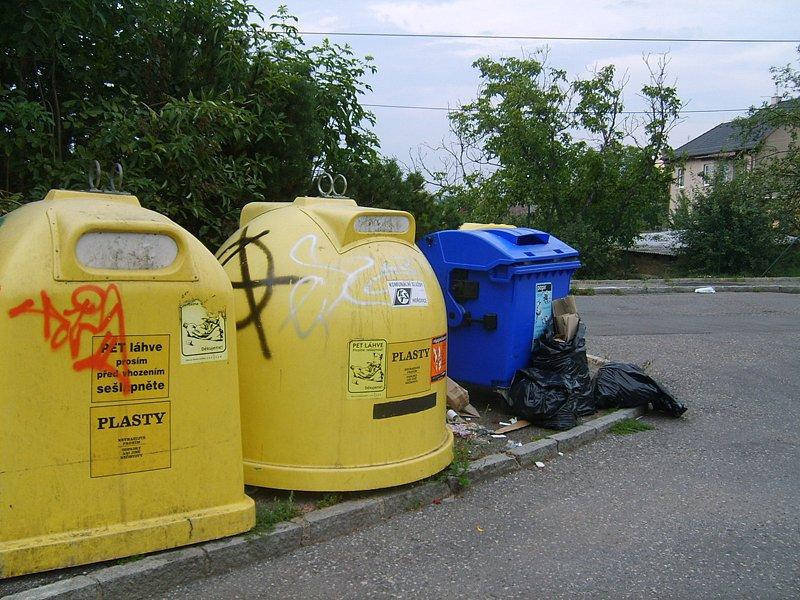 Hořovické popelnice přetékají
