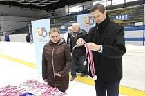 Novou šéfkou České unie sportu na Berounsku je Martina Bozemanová. Tady je s místostarostou Berouna Dušanem Tomčem.
