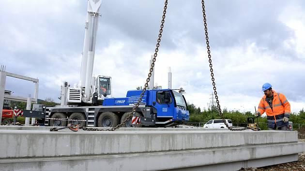 Stavba pobočky řetězce Hecht v Berouně.