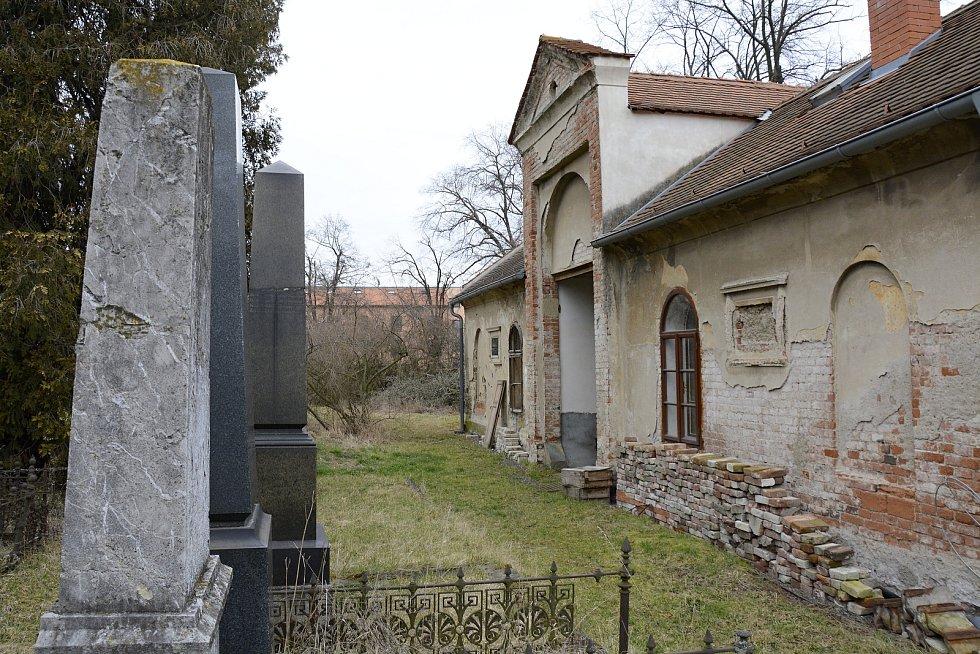 Objekt u židovského hřbitova v Berouně.