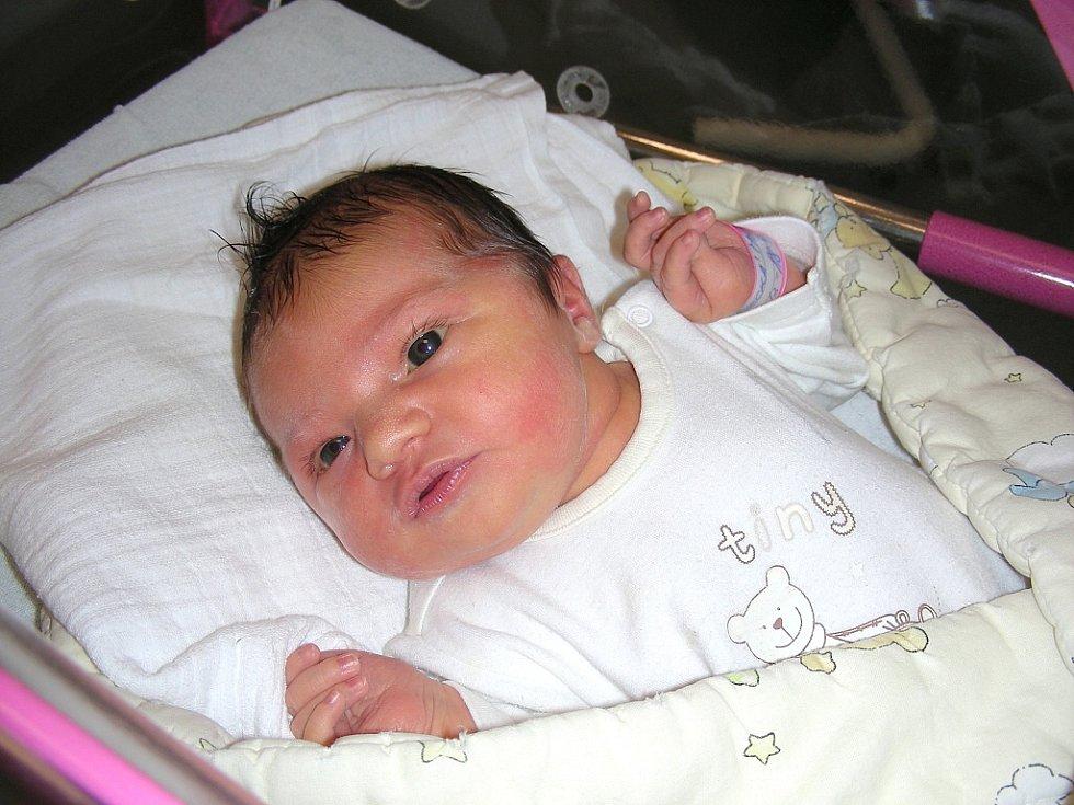 Pěknou váhou 3,90 kg a mírou 52 cm se mohla 20. června pochlubit Marie Bukovecká, první miminko rodičů Kateřiny Svobodové a Petra Bukoveckého. Rodiče si Marušku odvezou z porodnice do Levína.