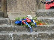 Na vyjádření úcty k památce někdejšího reformátora a kritika církve položil starosta Berouna Ivan Kůs kytici k jeho soše.