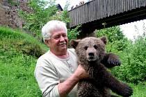 Václav Chaloupek přijel na Točník s medvíďaty