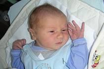 Třetí dítko přibylo v pondělí 16. května do rodiny Jarmily a Mirka Duškových z Lochovic. Narodil se jim chlapeček Vojta s váhou 3,60 kg a mírou 50 cm. Kočárek s Vojtíškem budou vozit sourozenci Míša (11) a Tomášek (9).