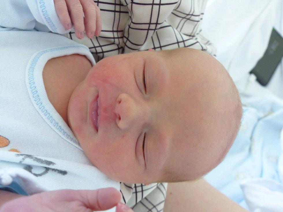 Vilém Malaska se narodil 12. června 2021 v kolínské porodnici, vážil 2860 g a měřil 48 cm. V Sendražicích ho přivítal bráška Ondra (4) a rodiče Jana a Martin.