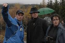 Do titulní postavy hlídače Douši režisér Filip Renč obsadil Karla Rodena. Jeho ženu hraje Lucia Siposova