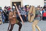 Stovky lidí si přes nepřízeň počasí nenechaly v sobotu ujít oslavu keltského svátku Samhain v areálu zámku v Nižboru.