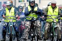 Spanilá jízda žebráckých mopedistů