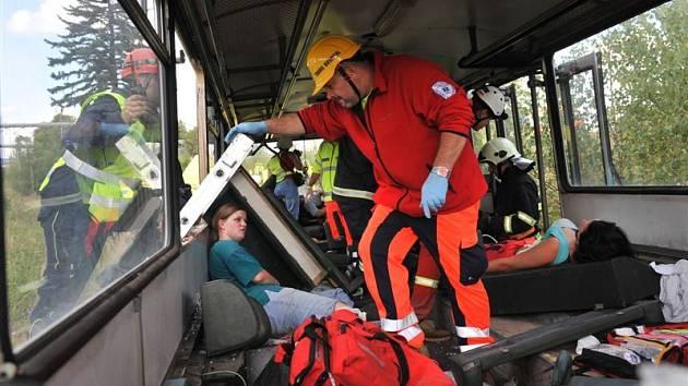 Záchranáři odváželi 120 zraněných