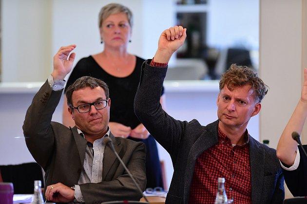 Zastupitelé Berouna na zářijovém veřejném zasedání hlasovali o opravě koupaliště na Velkém sídlišti i o prodeji a směnách pozemků.