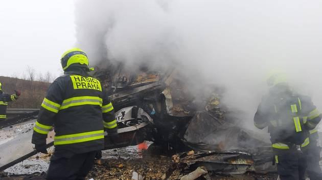 Tragická dopravní nehoda na Pražském okruhu nedaleko Jesenice ve směru k letišti.