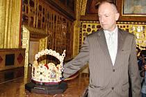 Kastelán Jaromír Kubů v Kapli sv. kříže.
